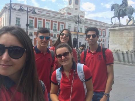 Alumnos de la Escuela en la Puerta del Sol madrileña